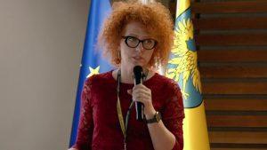 Lecturer 10, Katarzyna Nowakowska-Langier with microphone